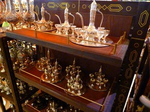 迪拜机场免税店里卖的阿拉伯风情器具